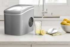The hOmeLabs Countertop Ice Maker Makes 26 lbs of Ice per 24 hours