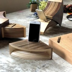 The Clappin Jam Wooden Smartphone Dock