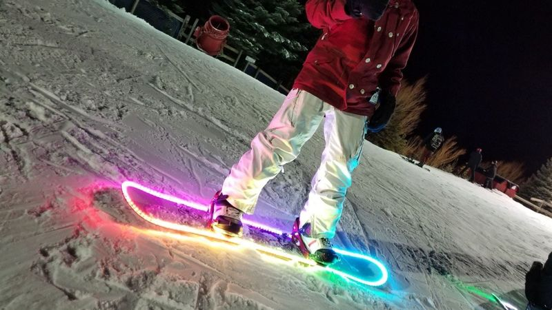 The Famousmods LED Snowboard Lighting Kit