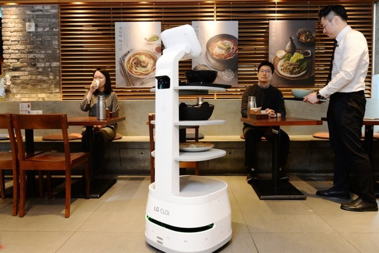 LG wants to develop more robot waiters