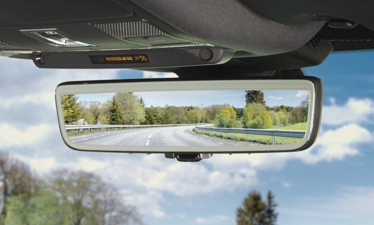 Smart Mirrors Will Replace the Dash-cams