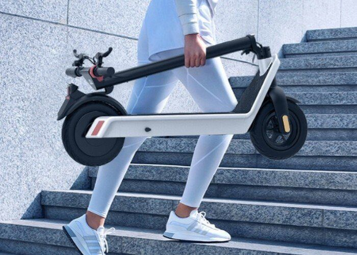 The Komeet X9 Luxury E-Scooter Offers 62-Miles of Range